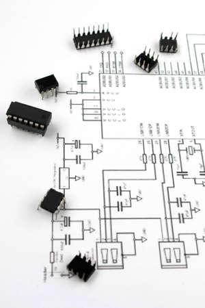 electronic elements: elementi elettronici e schema elettronico