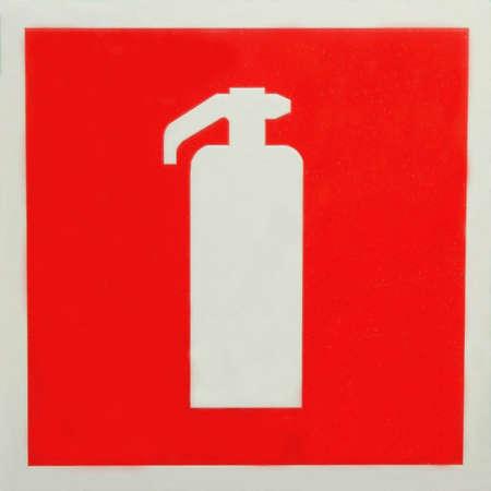 Signo de extintor de fuego rojo en una pared  Foto de archivo - 6221136