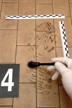 organized crime: Disclosure of trail ,clue- shoe print