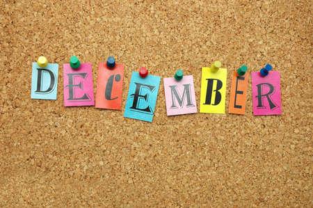 meses del a�o: Diciembre, mes cubri� a en el tabl�n de anuncios Foto de archivo