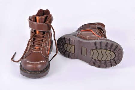 Par de zapatos de invierno para niños