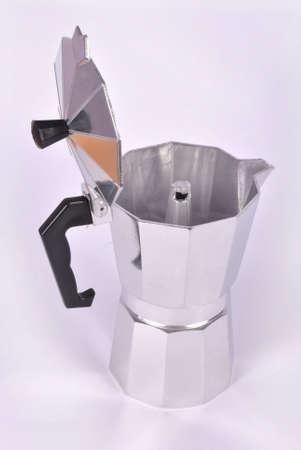 brewer: Cafetera goteo en el fondo blanco