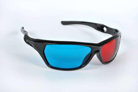 흰색 배경에 3 D anaglyph 안경