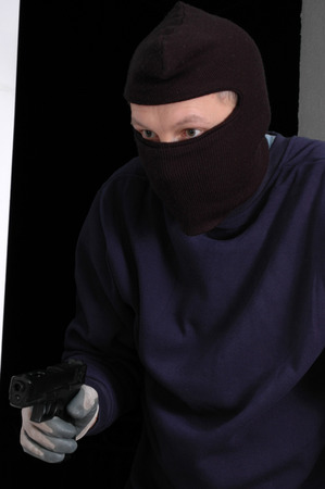 looting: The murderer in the balaclava is entering with the handgun