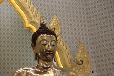 wat traimit: Interior of Wat Traimit Chapel