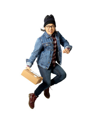 The Asian man standing in the white background 免版税图像