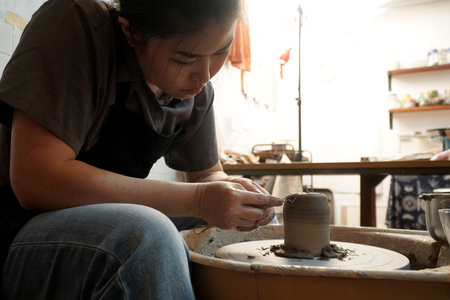 The Asian woman doing craft design works. Foto de archivo