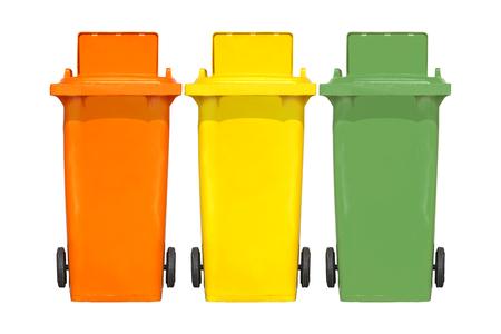 botes de basura: Las grandes coloridos contenedores de basura contenedores de basura con la colecci�n de la rueda. Foto de archivo