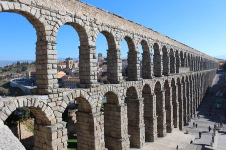 aqueduct: Roman aqueduct