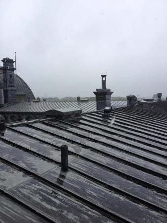Vu du toit de Assemblee nationale du Quebec sous la pluie.