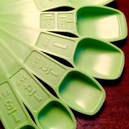 Vintage green measuring spoons. Reklamní fotografie