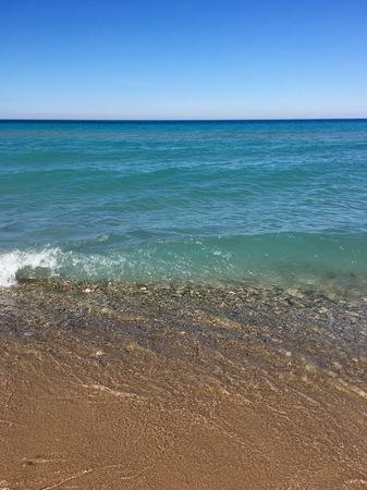 엠파이어, 미시간 주, 미시간 호의 청록색 바닷물 스톡 콘텐츠