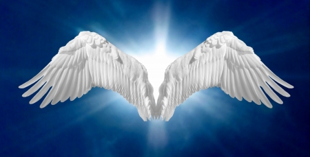 alas de angel: Alas de �ngel en fondo azul celeste Foto de archivo