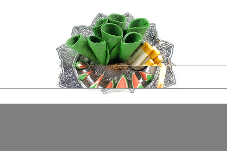 sacrificio: alimentos escultura en bandeja para el sacrificio al esp�ritu errante Foto de archivo