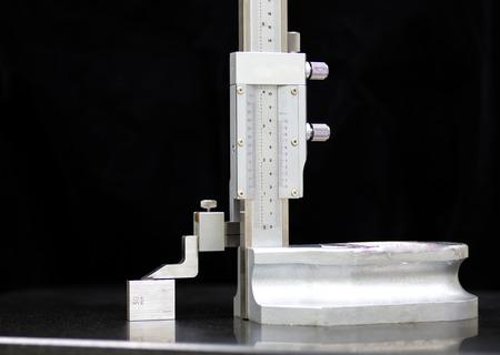 etalonnage: Calibration vernier haut calibre avec un bloc de jauge Banque d'images