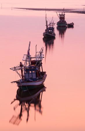 pesquero: Barco de pesca costera en Tailandia