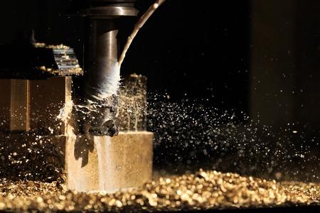 herramientas de mecánica: Bronce formando por CNC de corte de la máquina de molienda Foto de archivo