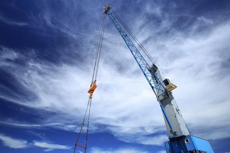 Big hook overhead crane for lifting heavy load at port