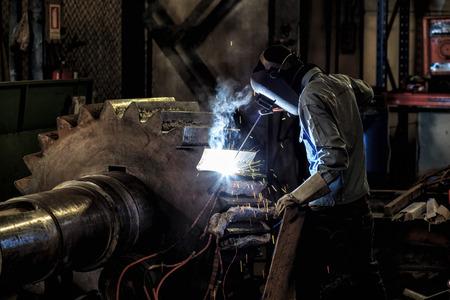 welder repair gear by shield metal arc welding process