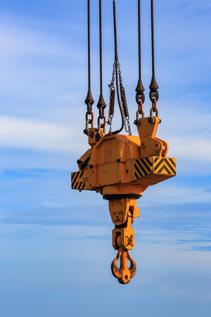 Big hook overhead crane for lifting heavy load at port