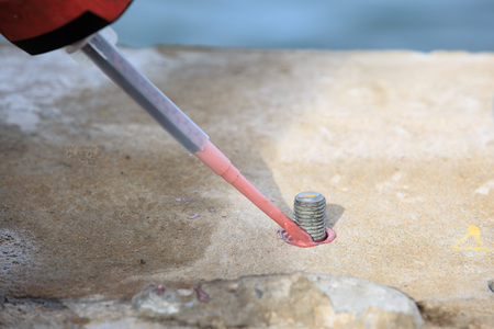 Injection adhesive chemical into hole for preparation anchor bolt Standard-Bild