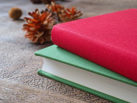 本と木の実のイメージ 写真素材 - 88628607