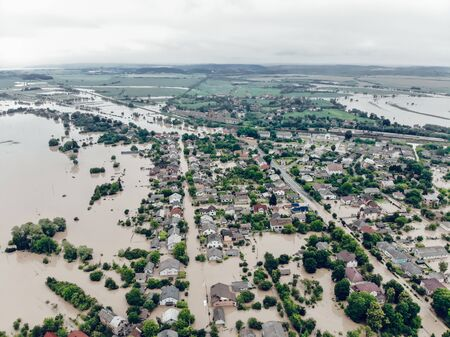 Aerial view of the heavily flooded village on Western Ukraine. The flood on the Dniester River caused a natural disaster. Streets, roads, parks and houses in dirty rainwater. Banque d'images