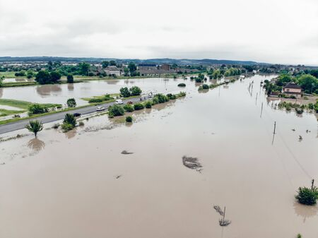 Flood on the Dniester River. View of the flooded main road of the village of Halych. Natural disasters, rains and floods. Banque d'images