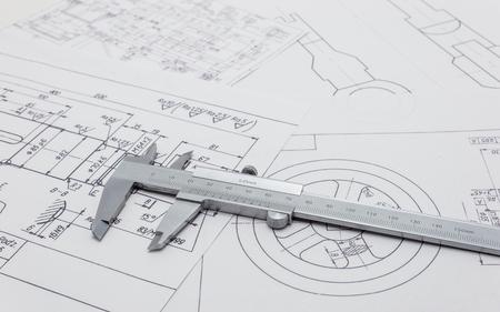 Calibro a corsoio giacente su schema meccanico.
