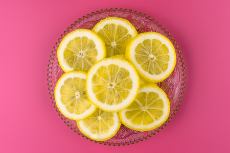 A lot of lemon slices on a plate, with a gentle light.