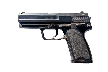 Un pistolet pour billes de métal avec un calibre de 4,5 po, isolé sur fond blanc. Banque d'images