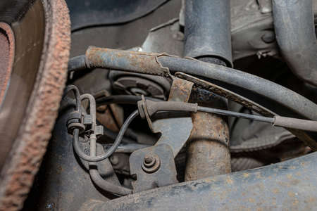 Old brake hose system, mounted to the car, visible parts of the brake system and tube fittings. Banque d'images