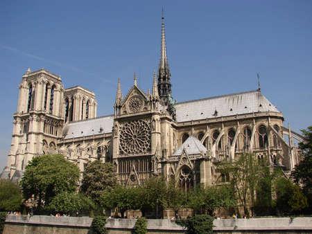 prayer tower: Notre Dame de Paris chiesa vista laterale