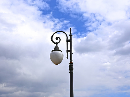 plafond: Old streetlight on the cloudy sky background