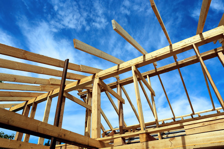 rafters: Installation of the roof during the construction frame house
