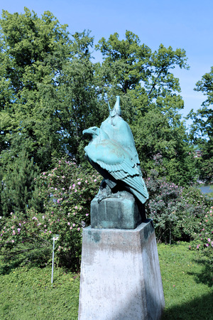 suomi: The bronze monument to a pair of eagles in the park in Helsinki Stock Photo