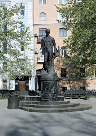 esenin: MOSCOW, RUSSIA - MAY 7, 2015: Monument to Russian poet Sergei Esenin in Moscow Editorial