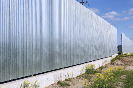 A fence made of galvanized, stainless steel professional flooring