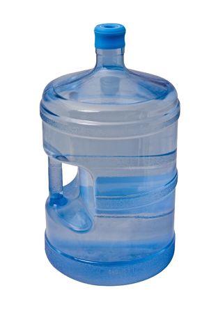 distilled water: 5 galones botella de agua potable aislados en fondo blanco