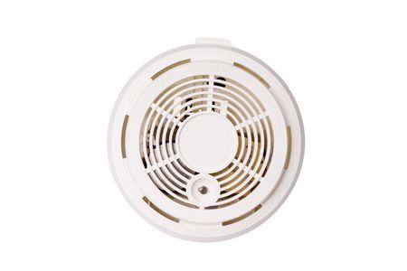 경보: smoke alarm isolated on white background