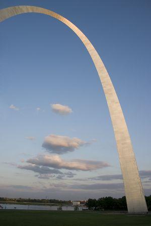St Louis Gateway Arch at dusk Sajtókép