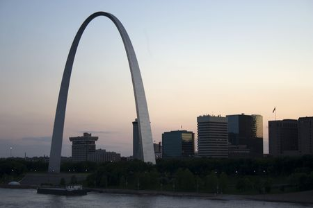 st  louis arch: Cityscape of St Louis Missouri featuring the Gateway Arch