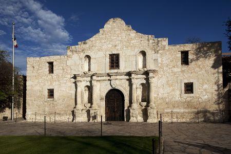 午後遅くの中に、アラモの砦 San Antonio テキサス州のクローズ アップ 写真素材