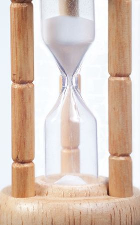 wooden hour glass isolated on a white background 版權商用圖片