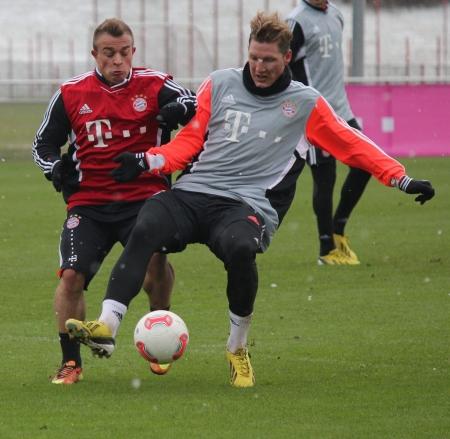 bayern: Training FC Bayern Muenchen, Xherdan Shaqiri with Bastian Schweinsteiger