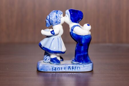 Delft Blue Figurine of kissing Dutch couple. Souvenier from Holland/Netherlands. Zdjęcie Seryjne