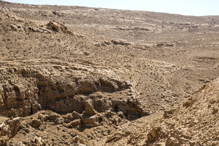 The dry bed of the Mamshit River, where in the old days the waves of the reservoir splashed (Israel) Imagens - 93477569