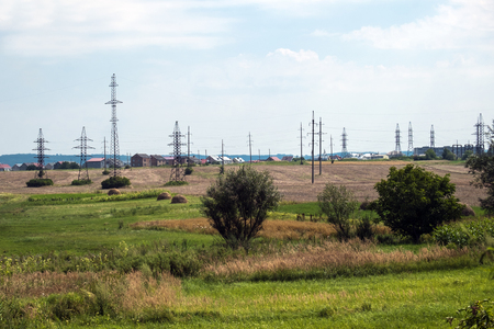 Rural field with lots of electric high-voltage poles (Ukraine, Zolochiv) Stockfoto - 95440239