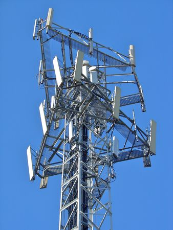 3g: Mobile comunications antenna, for 2G (GSM) and 3G (UMTSWCDMA) handsets in Europe. Antennas for 3 carriers share the same mast.