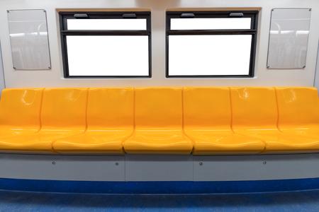 黄色の椅子、電車の窓